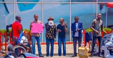 Goma : 13 militants de la LUCHA arrêtés devant la maison Airtel au deuxième journée de leur sit-in non-stop.