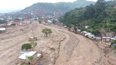 Photo of Uvira/Alerte : Les habitants dans le risque d'être englouti par les eaux, car aucun effort du gouvernement pour curer les rivières qui ont inondés Uvira.