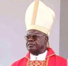 Photo of RDC : le cardinal Monsengwo  décoré à titre posthume