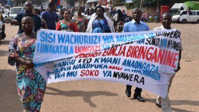 Photo of Bukavu : Des vendeuses et vendeurs du marché de Nyawera exigent le départ de leur président syndical Fabien Binja